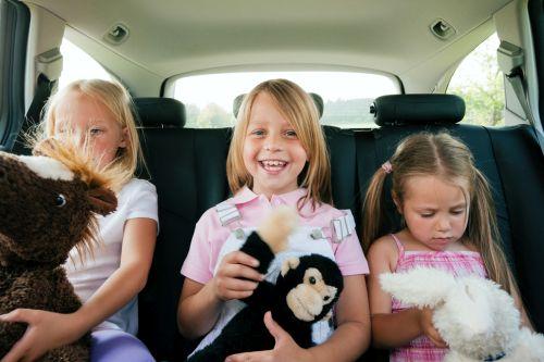 Video: jednoduché triky, ako zabaviť dieťa v aute