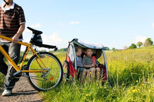 Cyklistika je vášeň, čo však s dieťaťom? Vyberte si vhodný cyklovozík