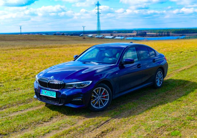 BMW 330e xDrive – Premyslený plug-in na každý deň