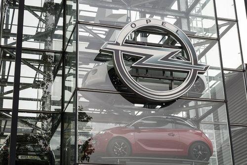 Opel znížil ceny predvádzacích vozidiel