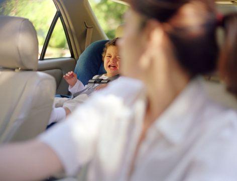 Ako cestovať v aute plnom detí