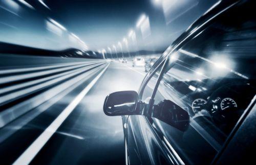 Denné svetlá na aute v zime nestačia