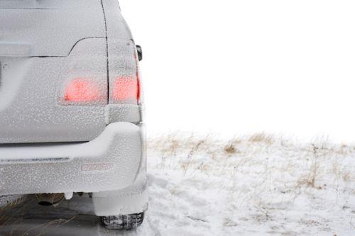 7 vecí, ktoré je dobré mať v zime v aute