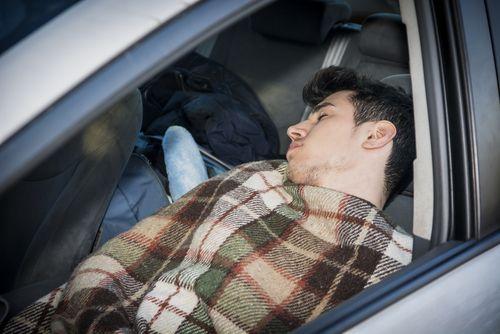 Ako prenocovať v aute?