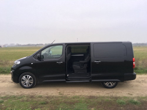 Peugeot Traveller VIP - Francúzsky ideál pre rodinu a hotely